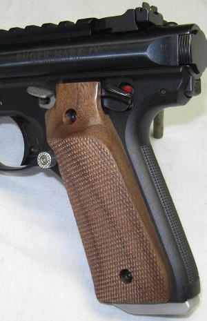Walnut Thumb Rest Target Grips, Checkered, for Ruger Mark IV 22/45